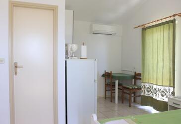 Hvar, Столовая в размещении типа studio-apartment, доступный кондиционер.