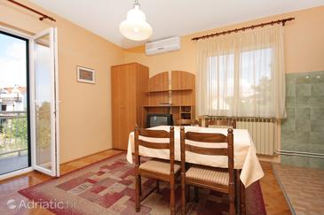 Vodice, Dining room in the apartment, dostupna klima.