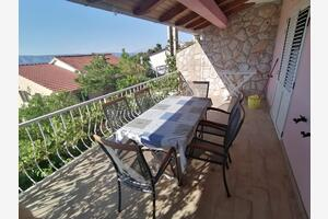 Apartments by the sea Jelsa (Hvar) - 5698