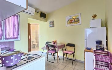 Basina, Dining room in the apartment, (pet friendly) and WiFi.