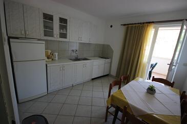Prapatna, Bucătărie în unitate de cazare tip apartment, WiFi.