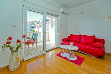 Hvar, Sala de estar in the apartment, air condition available y WiFi.