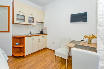 Hvar, Cucina nell'alloggi del tipo studio-apartment, condizionatore disponibile e WiFi.