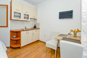 Hvar, Cocina in the studio-apartment, air condition available y WiFi.