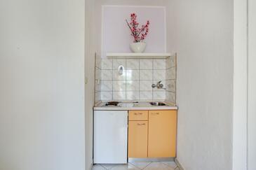 Hvar, Küche in folgender Unterkunftsart studio-apartment, WiFi.