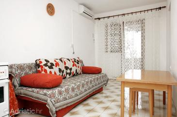 Bojanić Bad, Comedor in the apartment, air condition available, (pet friendly) y WiFi.