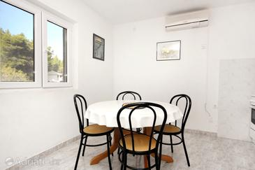 Bristova, Dining room in the apartment, air condition available.