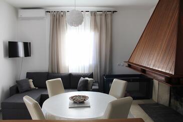 Living room    - A-572-a