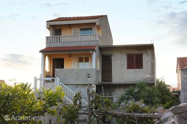 Sućuraj, Hvar, Property 5721 - Apartments near sea with pebble beach.
