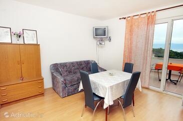 Pitve, Dining room in the apartment, dopusteni kucni ljubimci.