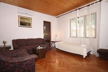 Jelsa, Living room in the apartment, dostupna klima i WIFI.
