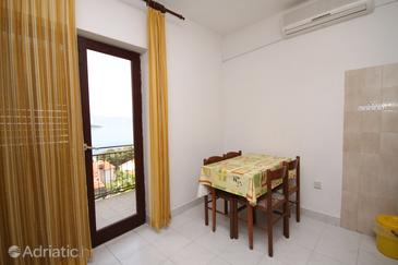 Jelsa, Dining room in the studio-apartment, air condition available and WiFi.
