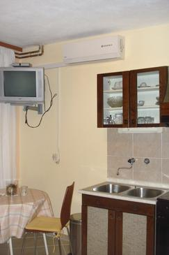 Stari Grad, Dining room in the studio-apartment, air condition available, (pet friendly) and WiFi.