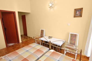 Bibinje, Dining room in the studio-apartment, dopusteni kucni ljubimci.