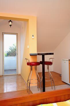 Bibinje, Jídelna v ubytování typu studio-apartment, dopusteni kucni ljubimci i WIFI.