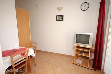 Vodice, Dining room in the apartment, dostupna klima.