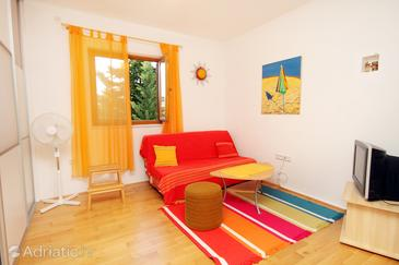 Sabunike, Living room in the studio-apartment, (pet friendly) and WiFi.