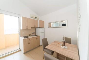 Privlaka, Dining room in the studio-apartment, WiFi.