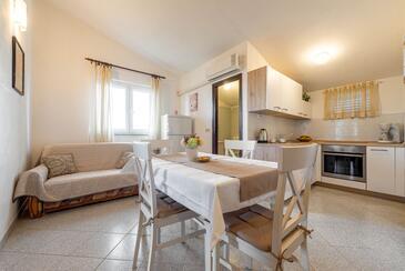 Kožino, Jídelna v ubytování typu apartment, s klimatizací a WiFi.