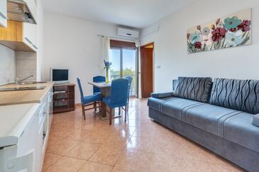 Kožino, Obývací pokoj v ubytování typu apartment, dostupna klima, dopusteni kucni ljubimci i WIFI.