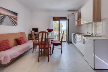 Kožino, Sala de estar in the apartment, air condition available, (pet friendly) y WiFi.