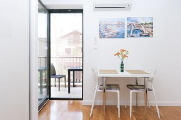 Bibinje, Столовая в размещении типа studio-apartment, доступный кондиционер и WiFi.