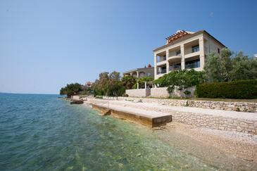 Bibinje, Zadar, Objekt 5760 - Apartmani blizu mora sa šljunčanom plažom.