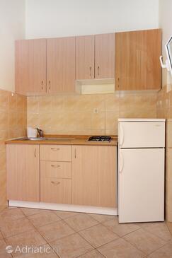 Bibinje, Kuhinja u smještaju tipa studio-apartment, kućni ljubimci dozvoljeni i WiFi.