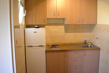 Bibinje, Kitchen in the studio-apartment, (pet friendly) and WiFi.