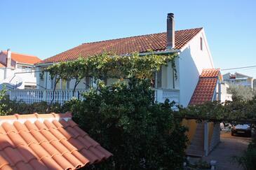 Bibinje, Zadar, Obiekt 5768 - Apartamenty przy morzu ze żwirową plażą.