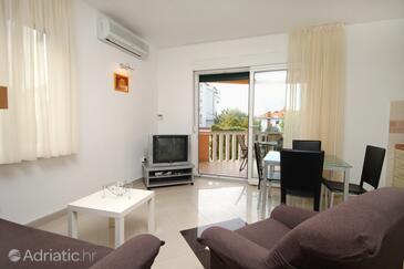 Zadar - Diklo, Obývacia izba v ubytovacej jednotke apartment, klimatizácia k dispozícii a WiFi.