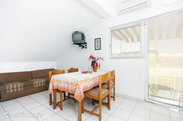Sukošan, Jedilnica v nastanitvi vrste apartment, dostopna klima in WiFi.