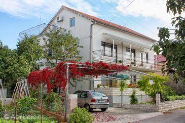 Sukošan, Zadar, Объект 5777 - Апартаменты с галечным пляжем.