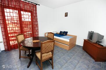 Bibinje, Dining room in the apartment, air condition available and WiFi.