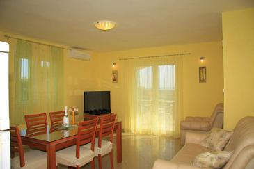 Bibinje, Dining room in the apartment, dostupna klima i WIFI.