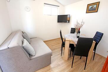 Nin, Esszimmer in folgender Unterkunftsart apartment, Klimaanlage vorhanden, Haustiere erlaubt und WiFi.