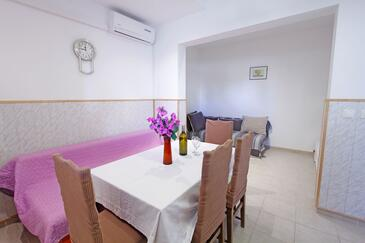 Nin, Dining room in the apartment, air condition available, (pet friendly) and WiFi.