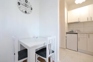 Bibinje, Jídelna v ubytování typu studio-apartment, WiFi.