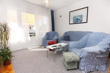Vodice, Obývacia izba v ubytovacej jednotke apartment, dostupna klima i WIFI.