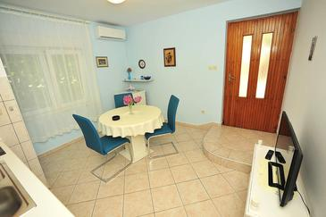 Sukošan, Dining room in the apartment, air condition available and WiFi.