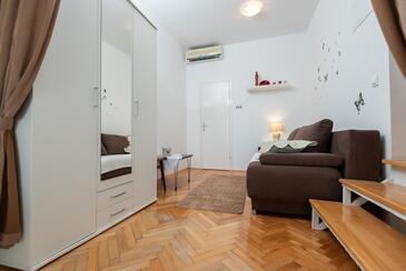 Zadar - Diklo, Wohnzimmer in folgender Unterkunftsart apartment, Klimaanlage vorhanden und WiFi.