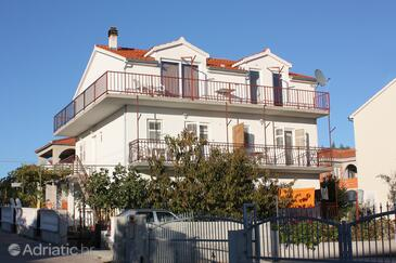 Vodice, Vodice, Объект 5808 - Апартаменты с галечным пляжем.