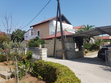 Sukošan, Zadar, Objekt 5820 - Ubytovanie s kamienkovou plážou.