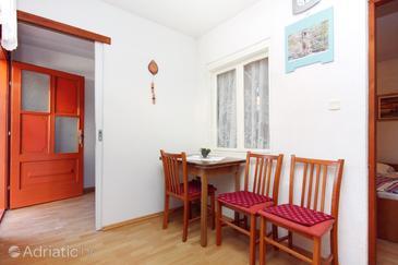 Sabunike, Dining room 1 in the apartment, WiFi.