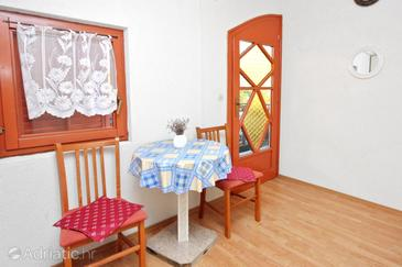 Sabunike, Dining room in the apartment, dostupna klima i dopusteni kucni ljubimci.