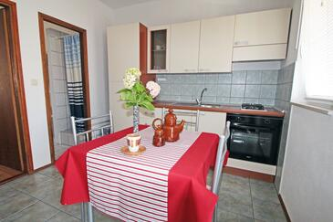 Vinjerac, Dining room in the apartment, air condition available and WiFi.