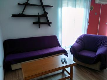 Tkon, Living room in the apartment, (pet friendly) and WiFi.