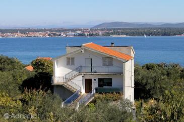 Tkon, Pašman, Объект 5827 - Апартаменты с песчаным пляжем.