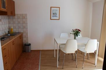 Biograd na Moru, Dining room in the apartment, dostupna klima i WIFI.