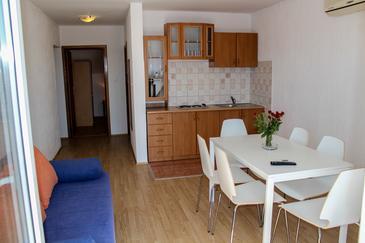 Biograd na Moru, Dining room in the apartment, dostupna klima i WIFI.